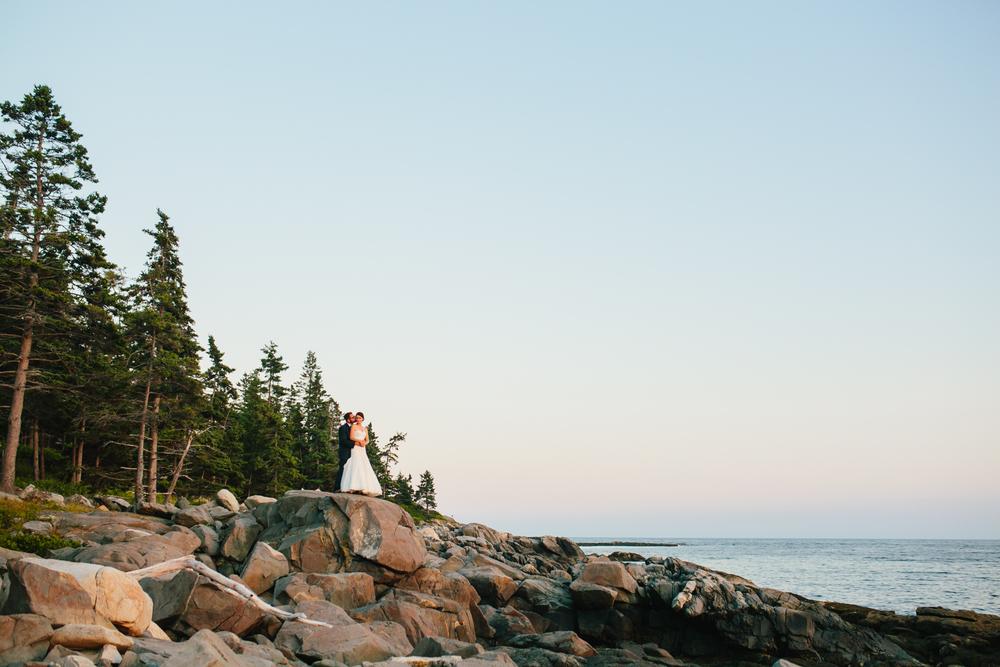 Booth-Bay-Harbor-Maine-Wedding-Beach-Tent-Cliffs-Ocean-New-England-Wedding-Photography-Emily-Tebbetts-33.jpg