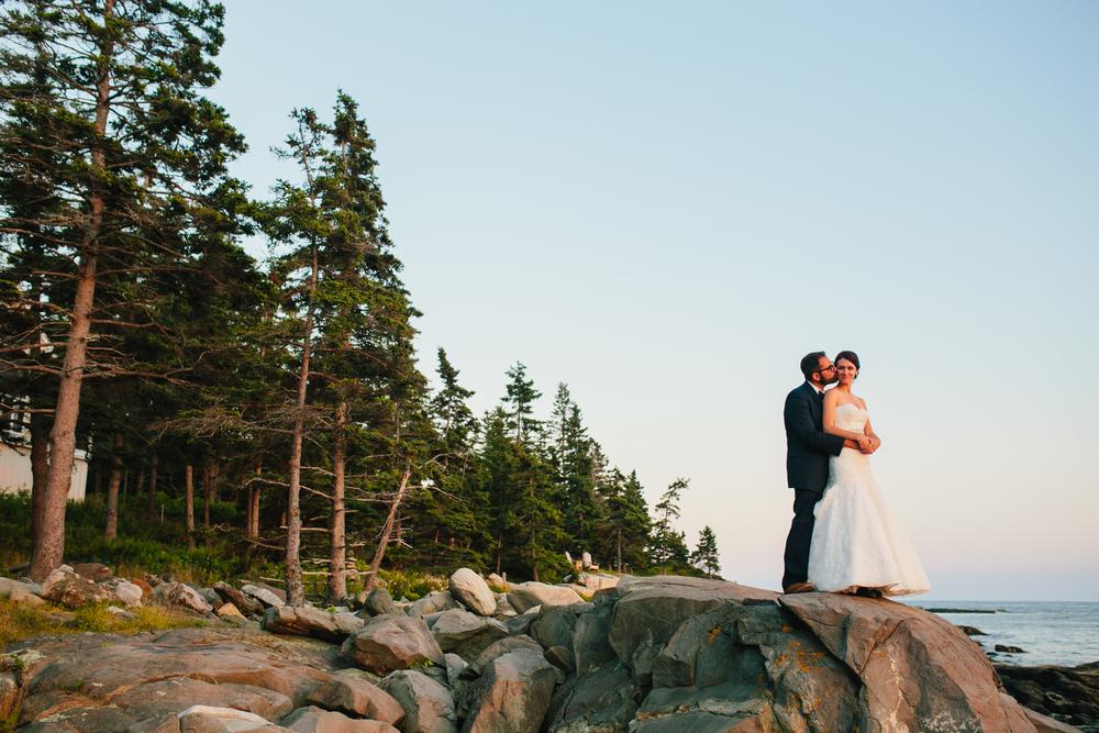 Booth-Bay-Harbor-Maine-Wedding-Beach-Tent-Cliffs-Ocean-New-England-Wedding-Photography-Emily-Tebbetts-31.jpg