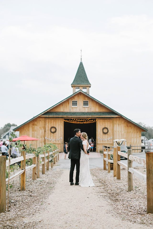 Emily Tebbetts Photography Wedding || Blissful Meadows, Uxbridge, MA 8.jpg