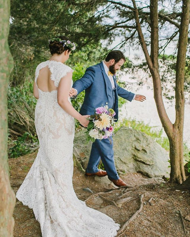 Absolutely adored this flower-filled wedding by the ocean at Mount Hope Farm. Such a wonderful day!! . . . . . . . . . #riwedding #rhodeislandwedding #outdoorwedding #summerwedding #newportwedding #bristolwedding #mthopewedding #bostonelopement #mthopefarmwedding #woodsywedding #coastalwedding #weddingflorals #artsywedding #weddingflowers #flowercrown