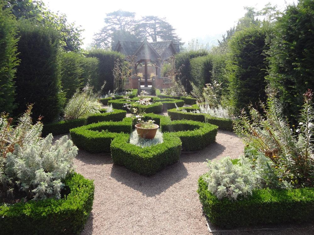 hampton-court-castle-gardens