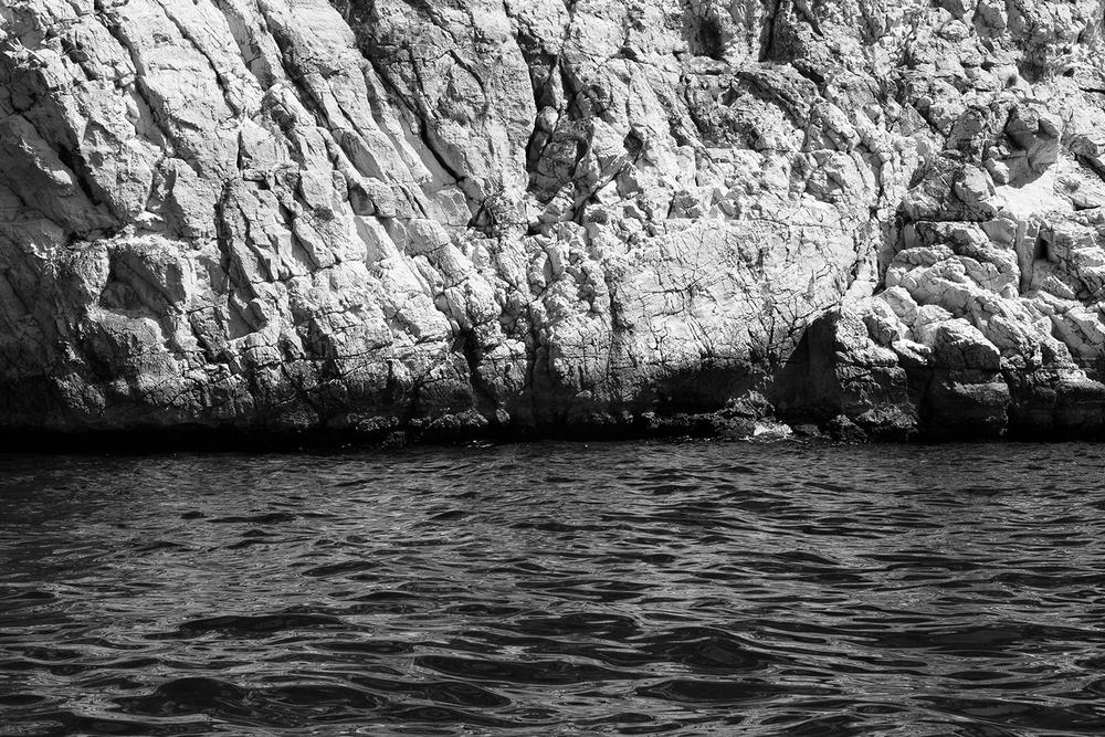 A travers une plaque à gouffre,   Marseille, 2015
