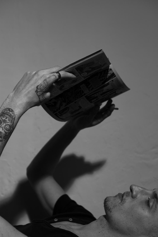 «CERTAINES PAGES DU LOUP DES STEPPES QUE J'AI LUES CE MATIN M'AVAIENT FOURNI LA DERNIÈRE INCITATION À PRENDRE DU HASCHICH.»