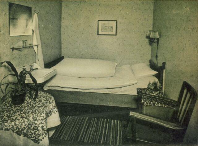 A room in the Bunker Hotel in the late 1940s