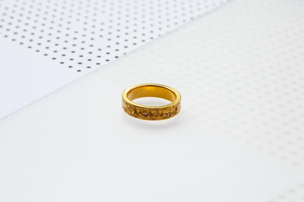 gold-band-diamonds.jpg