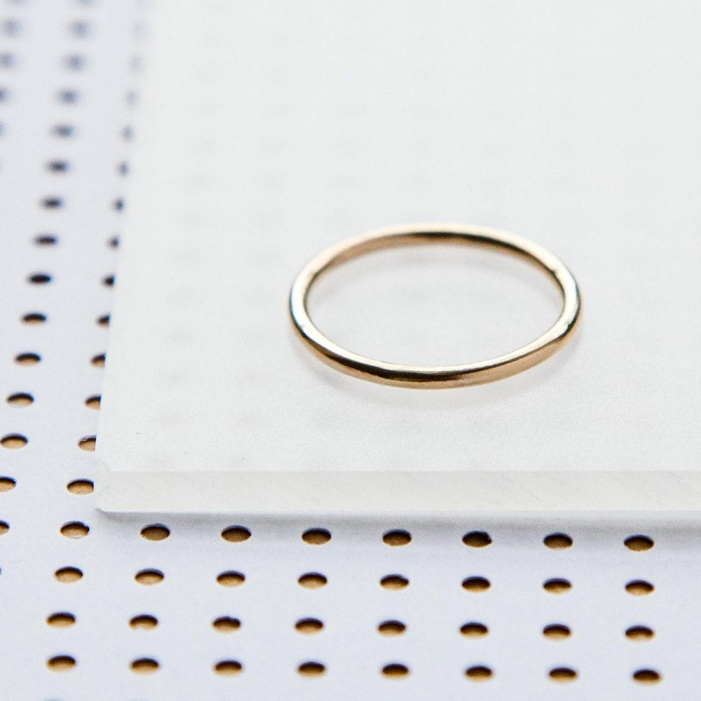 simple gold band .jpg
