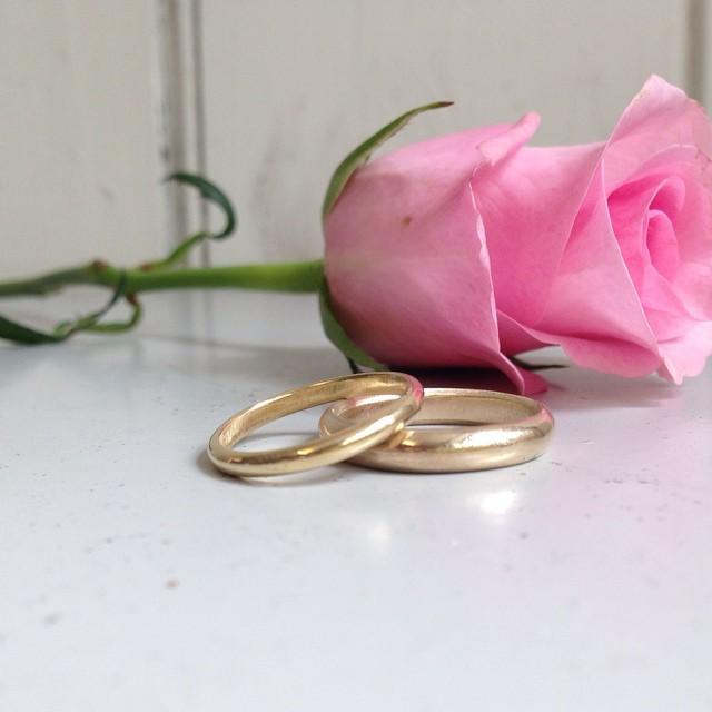 Wedding_rings_rose.jpg