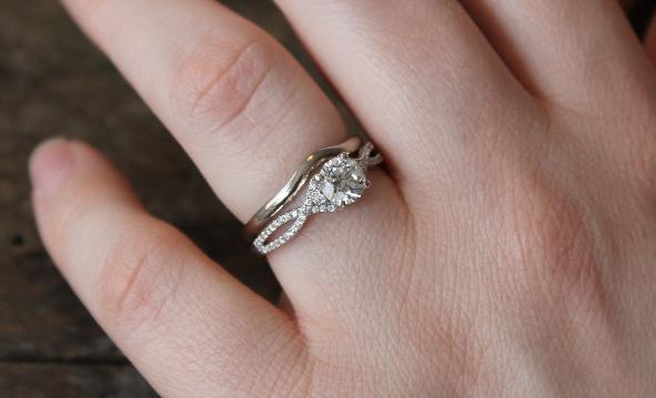 shaped wedding ring .png