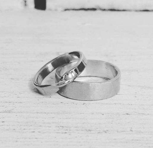 twist-wedding-ring.png