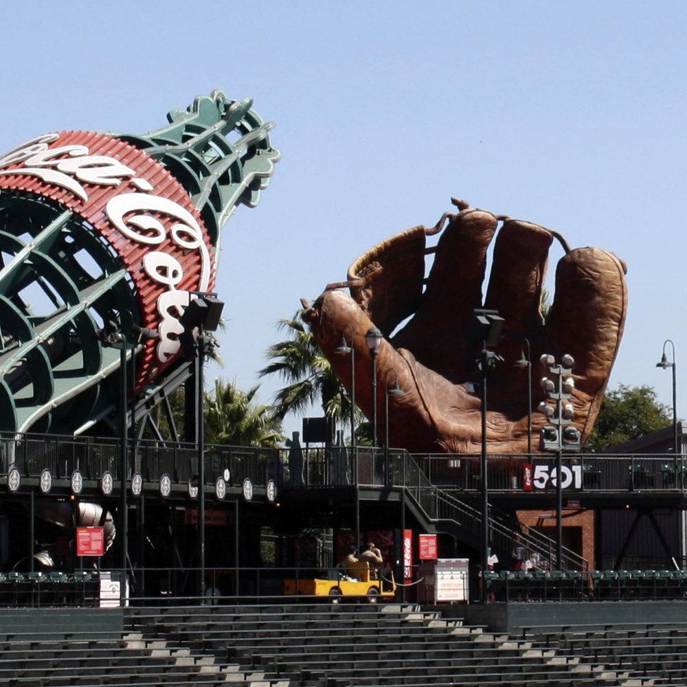 Coca Cola, Oracle Park : San Francisco Giants Giant Mitt  San Francisco, CA