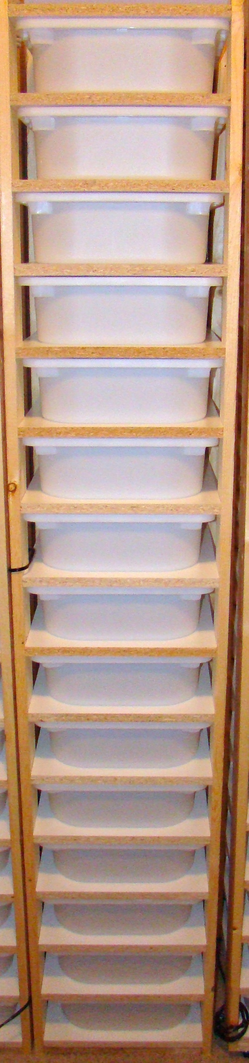 15 bin juvi rack system
