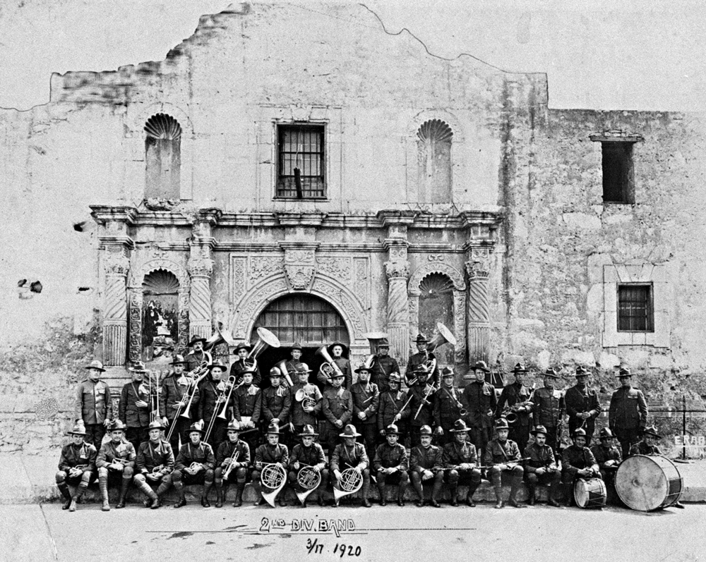 OLDE MILITARY UNITS TEXAS 2nd DIVISION ARMY BAND - IN FRONT OF THE ALAMO. SAN ANTONIO, TX. - MARCH 1920