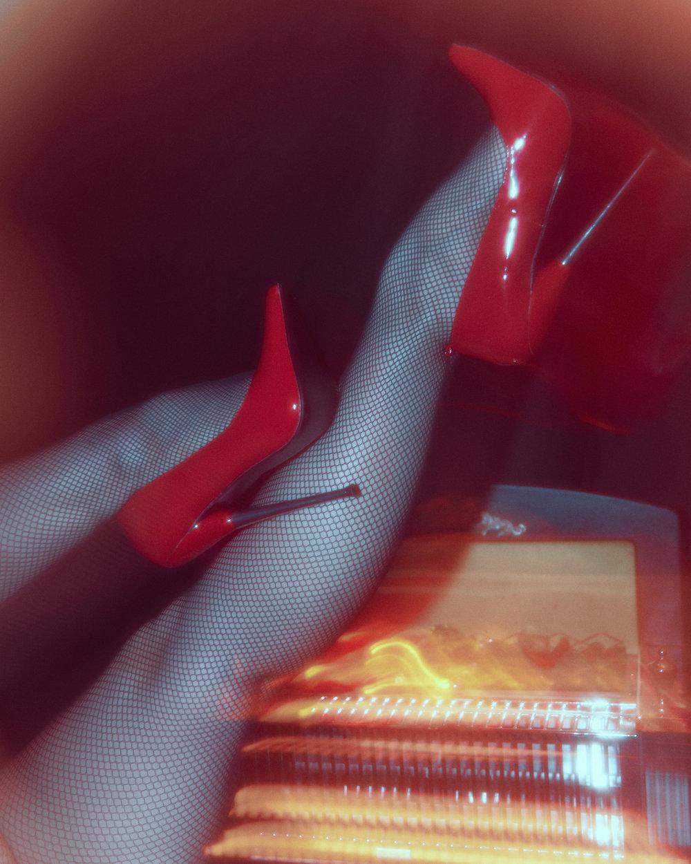 CLAIRE_MARIE_LEGS_03.jpg
