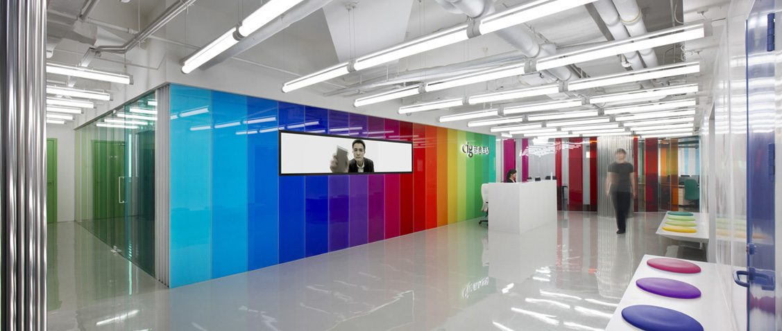 Working color radial office by sako knstrct for Colores para oficinas modernas