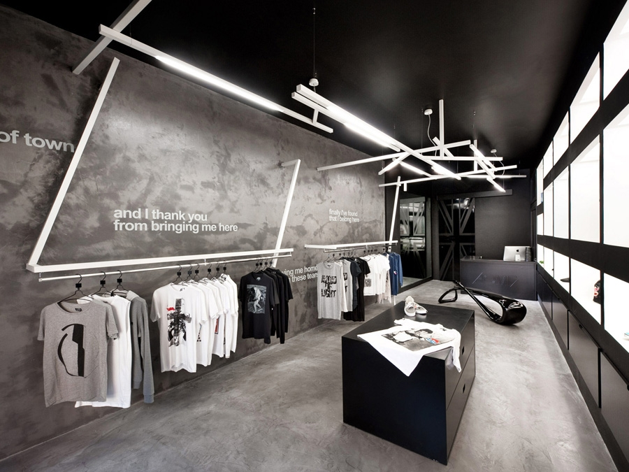 Home unusual store by luigi valente knstrct for Fashion retail interior design