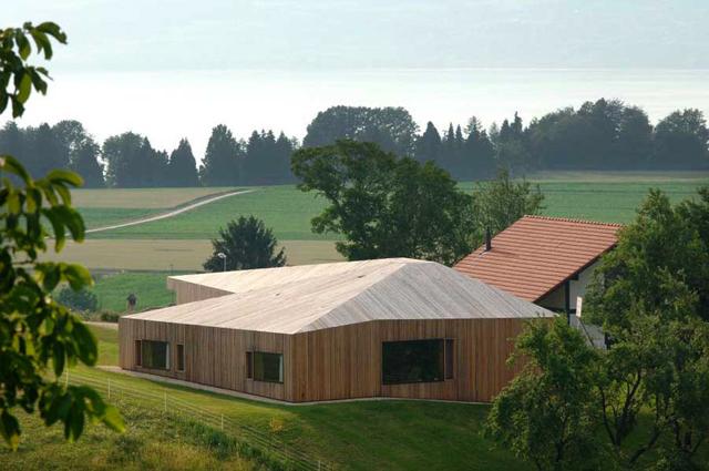 Modern-Barns-Farmhouses-Villa-Chabrey-15