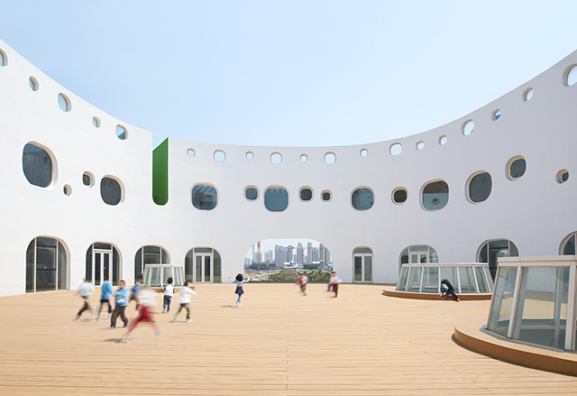 Loop-International-Kindergarten-School-By-Sako-Architects-12.jpg