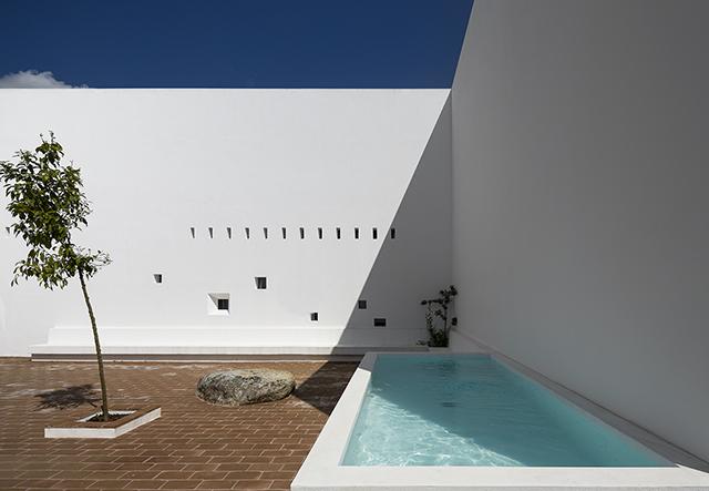 Ecorkhotel-Evora-Portugal-Jose-Carlos-Cruz-4.jpg