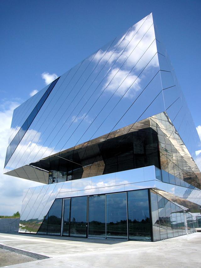Palaon-Mirror-Building-Holzer-Kobler-Architekturen-4.jpg