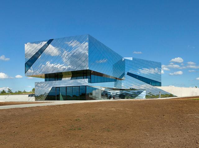 Palaon-Mirror-Building-Holzer-Kobler-Architekturen-7.jpg