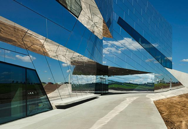 Palaon-Mirror-Building-Holzer-Kobler-Architekturen-5.jpg