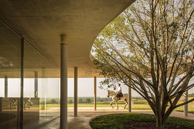 Fazanda-Boa-Vista-Equestrian-Center-Clubhouse-Isay-Weinfeld-2.jpg