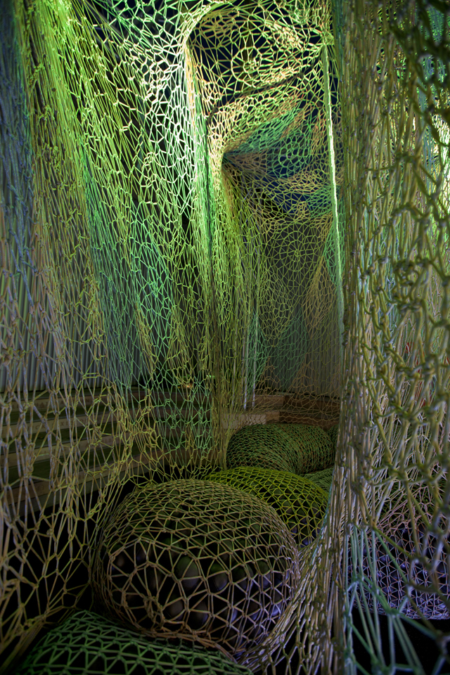 FLYKNIT-COLLECTIVE-ERNESTO-NETO-INSTALLATION-LONDON-1948-1.jpg