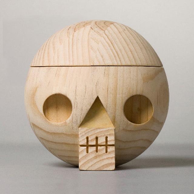 Acne-Jr-Kranium-Skull-Bowl-wood-10.jpg