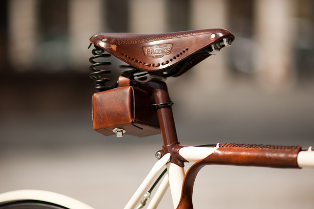 Walnut-Studio-Leather-Bicycle-bags-knstrct-2.jpg