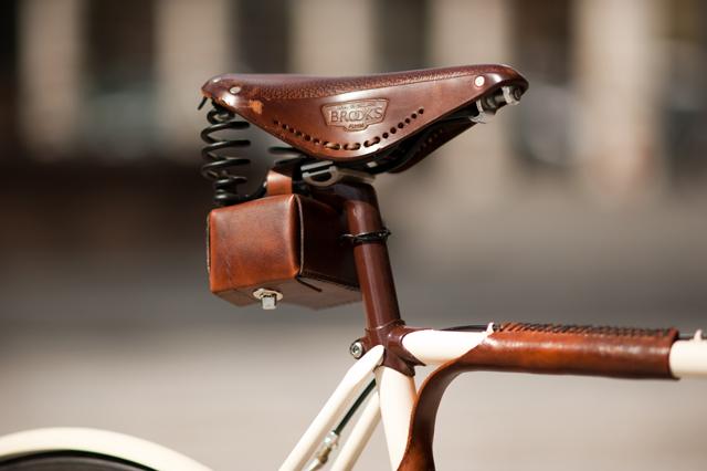 Walnut-Studio-Leather-Bicycle-bags-knstrct-2.jpg