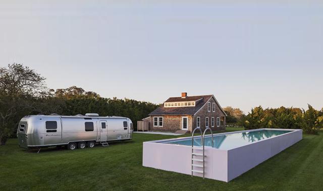 Roger-Ferris-Partners-Surf-Shack-Modern-1.jpg