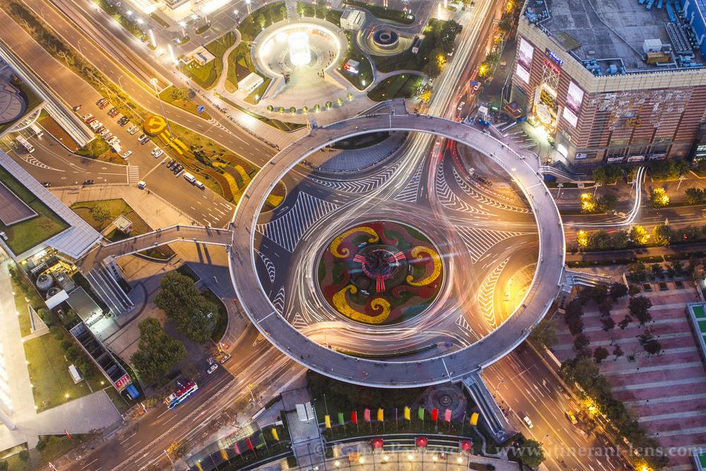 Shanghai-Lu-Jia-Zui-circular-Pedestrian-Bridge-2