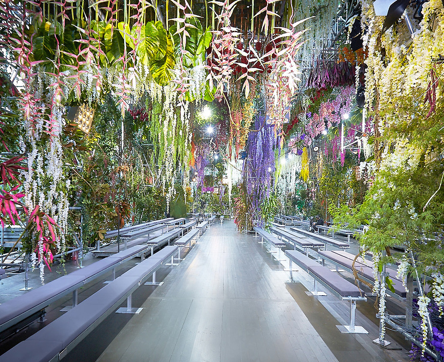 A catwalk in bloom knstrct for Expo design paris