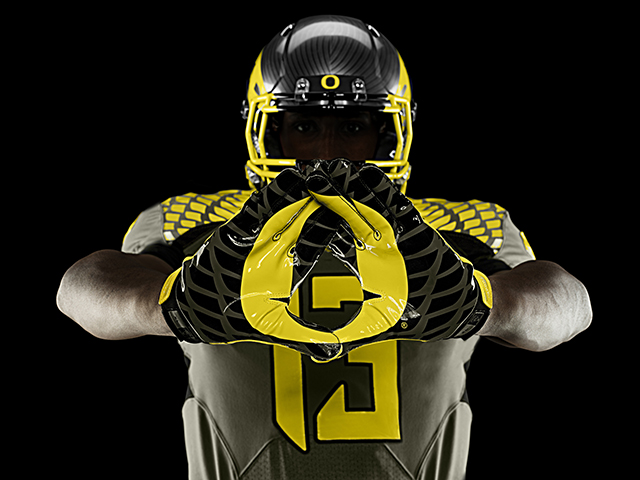 Nike-Football-Uniform-UofO-Away-Gloves-1.jpg