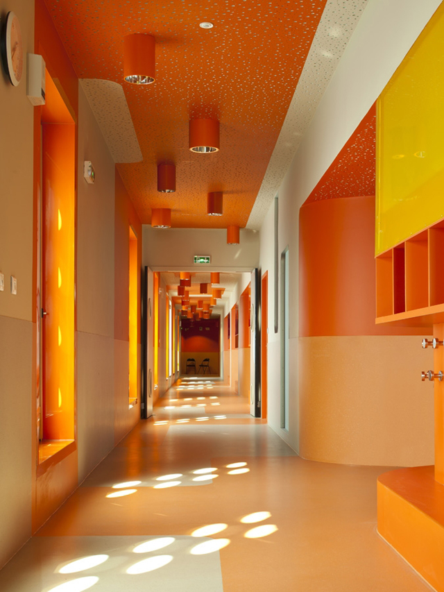 L-ecole-Polyvalente-Claude-Bernard-Brenac-Gonzalez-colorful-interiors-3.jpg