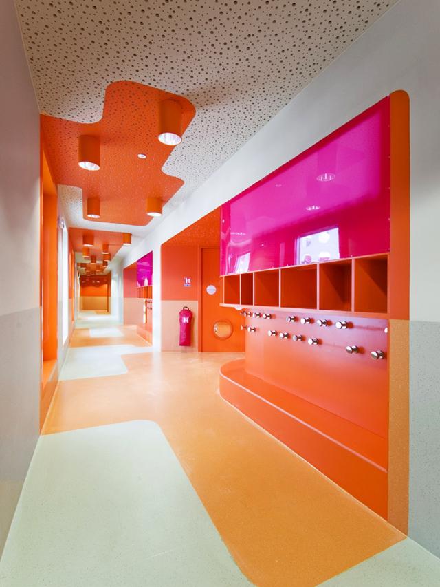 L-ecole-Polyvalente-Claude-Bernard-Brenac-Gonzalez-colorful-interiors-4.jpg