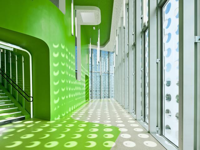 L-ecole-Polyvalente-Claude-Bernard-Brenac-Gonzalez-colorful-interiors-2.jpg