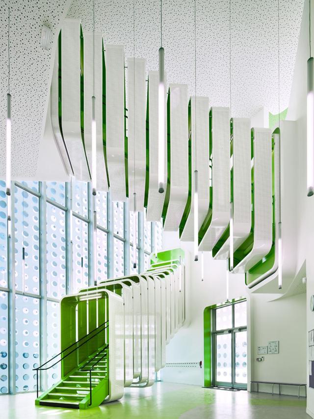L-ecole-Polyvalente-Claude-Bernard-Brenac-Gonzalez-colorful-interiors-1.jpg