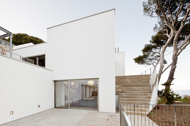 House-Costa-Brava-Jordi-Garces-Modern-Home-3.jpg