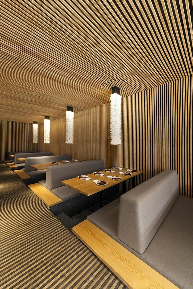 Not a clich kiga restaurant knstrct - Techo de madera interior ...