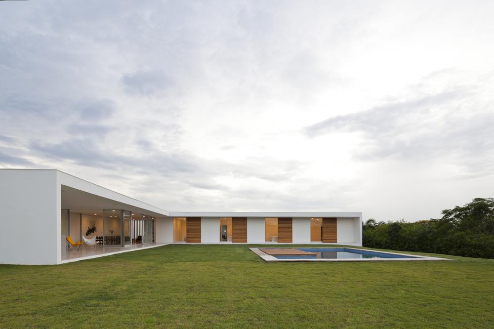 Casa-Salto-Sao-Paulo-Modern-Homes-5.jpg