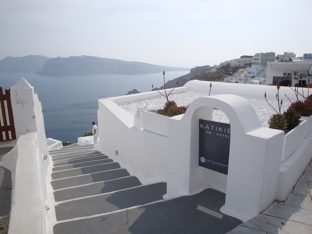 Katikies-Hotel-Greece-Travel-7.jpg