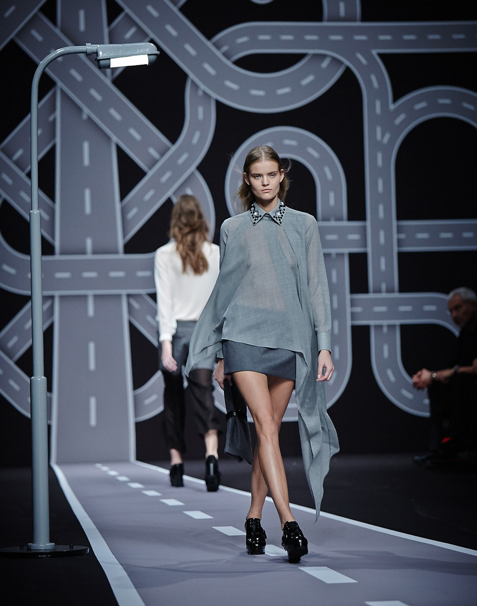 Viktor-Rolf-Paris-Fashion-Week-Bureau-Betak-2014-5.jpg