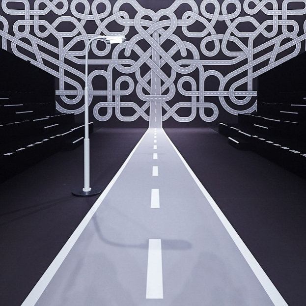 Fashion Intersects The Interstate Viktor Rolf Fw14 Fashion Show Set Knstrct