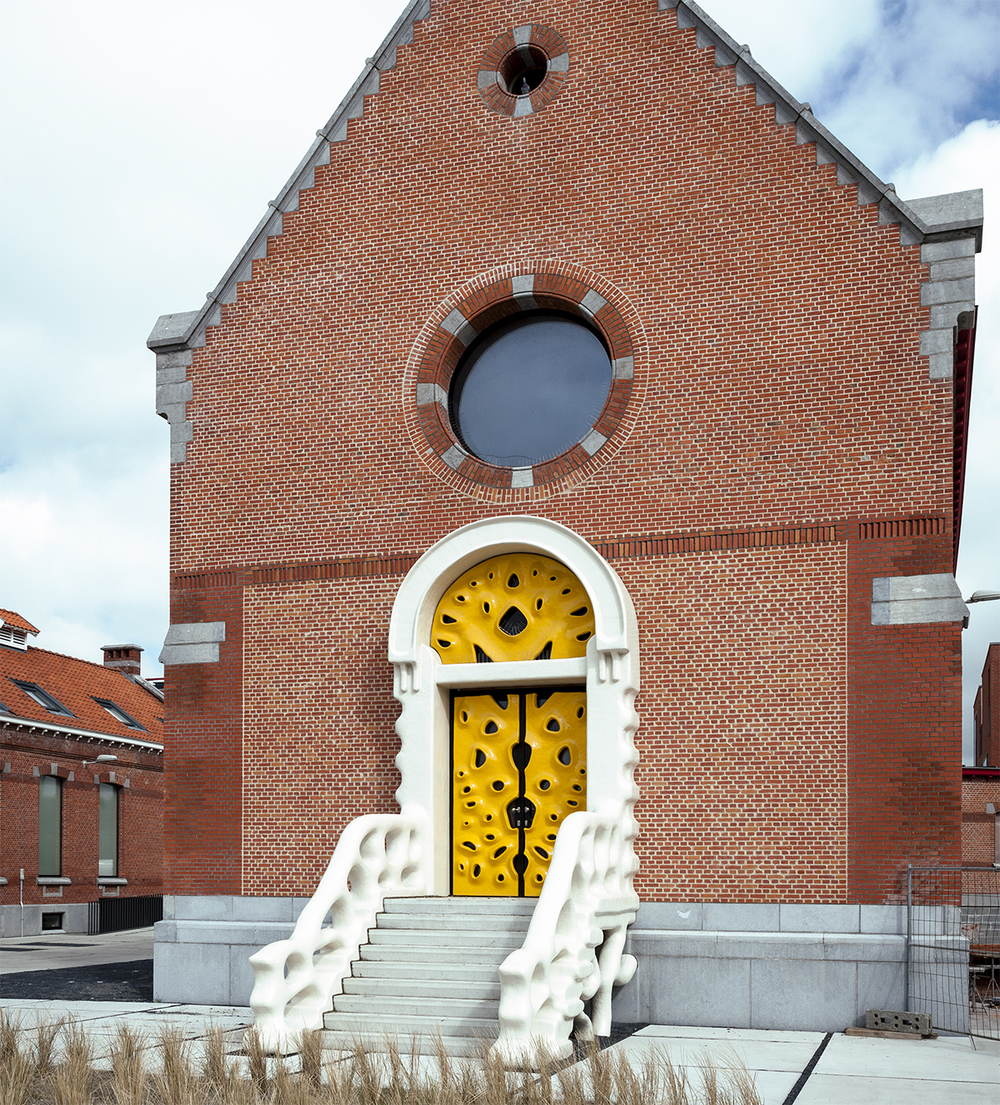 Imagrod-Nick-Ervinck-Studio-Yellow-Door-Sculpture-Church-4.jpg