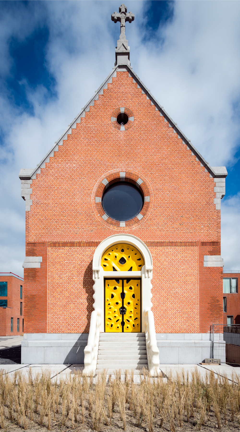 Imagrod-Nick-Ervinck-Studio-Yellow-Door-Sculpture-Church-1.jpg