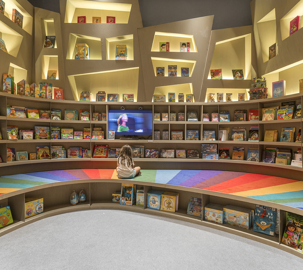 Child 39 S Play Arthur Casas Designs A Rainbow Twisted Kids Book Den For Saraiva Knstrct
