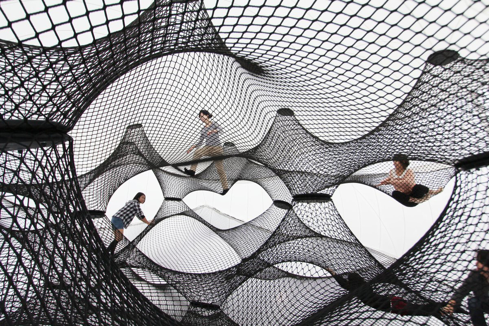 Interactive-Art-Installation-People-Play-Art-Suspended-4C.jpg