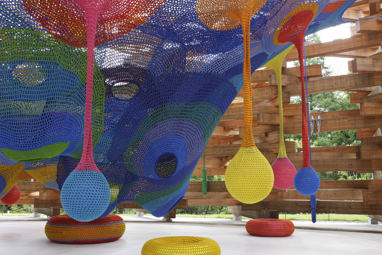 Interactive-Art-Installation-People-Play-Art-Suspended-3A.jpg