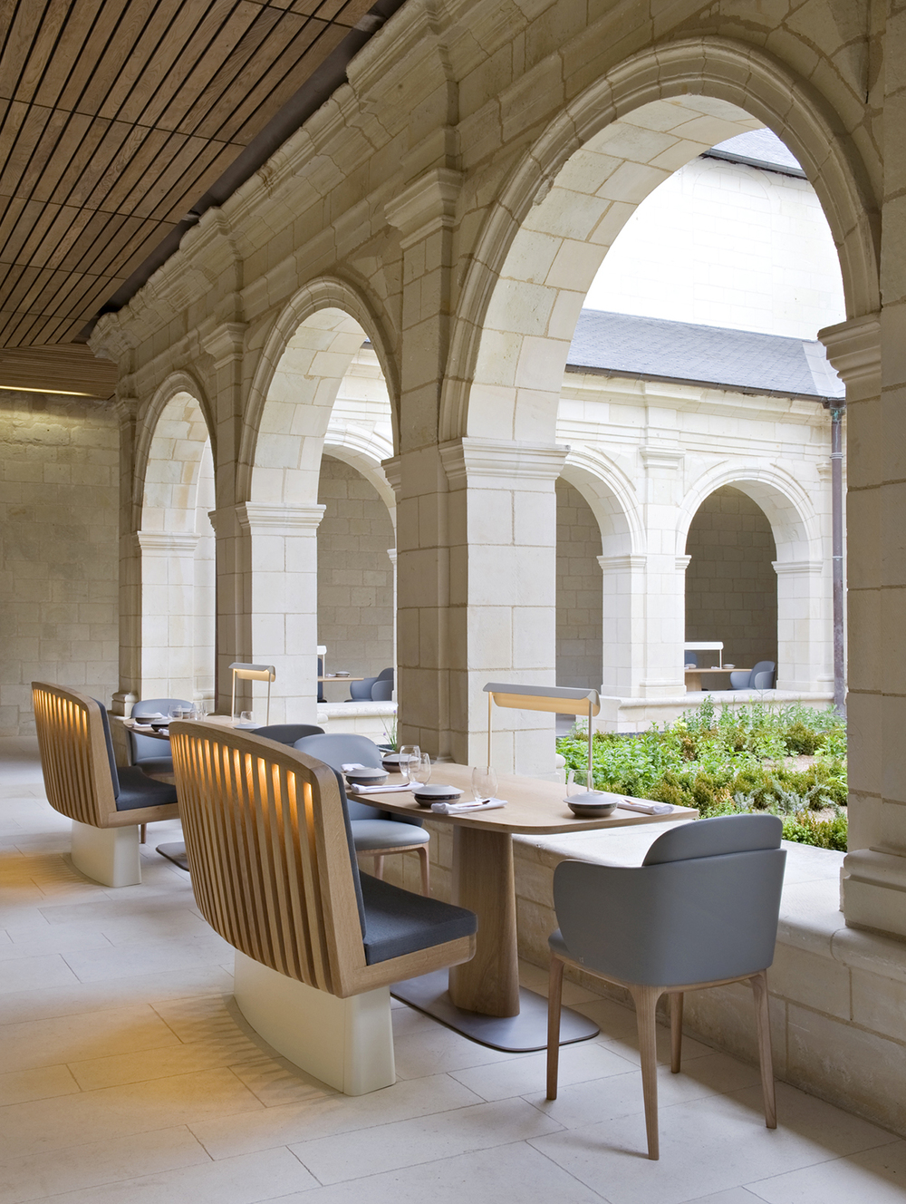 Fontevraud h tel patrick jouin reinvents the abbey knstrct for Hotel design loire